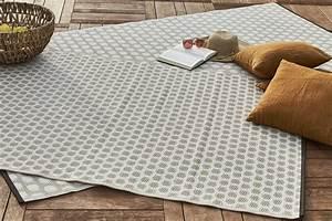 Tapis D Extérieur Pour Terrasse : un petit tapis qui habille la terrasse leroy merlin ~ Teatrodelosmanantiales.com Idées de Décoration