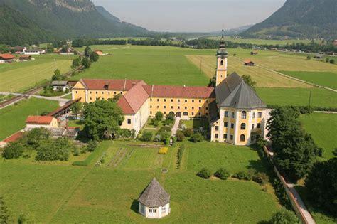 hochzeit im kloster reisach chiemsee alpenland tourismus