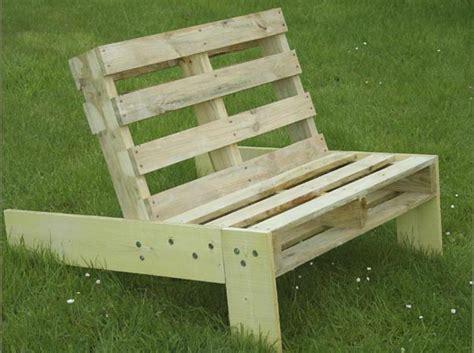 plan chaise de jardin en palette fauteuil de jardin en palette esprit cabane idees