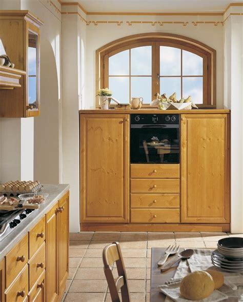 mobili in legno di pino cucine componibili in legno massiccio personalizzabili