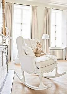 Chaise A Bascule Chambre Bebe : une chaise bascule couleur cr me dans une chambre b b chic bonheur pinterest bebe ~ Nature-et-papiers.com Idées de Décoration