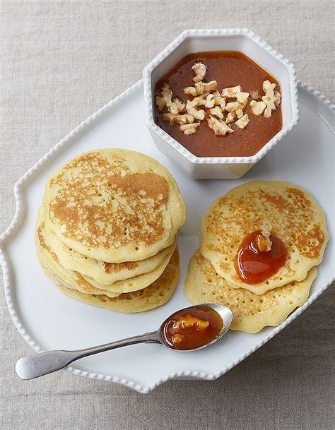 pancakes hervé cuisine pancakes caramel aux fruits pour 4 personnes recettes