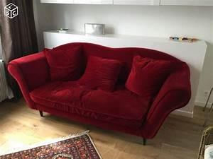 les 25 meilleures idees de la categorie canape rouge fonce With nettoyage tapis avec canapé chesterfield velours bleu