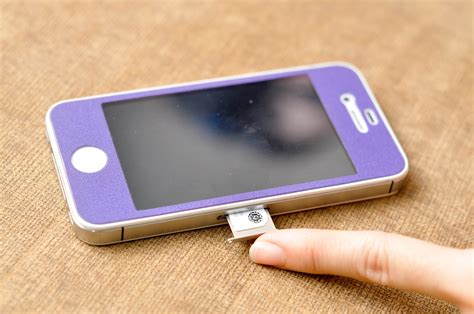 iphone sim card how to put a sim card into an iphone 4 easy steps