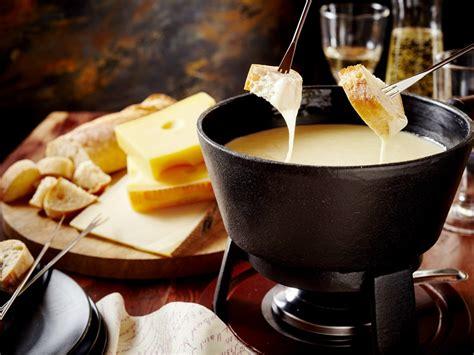 la cuisine au barbecue fondue savoyarde recette de fondue savoyarde marmiton