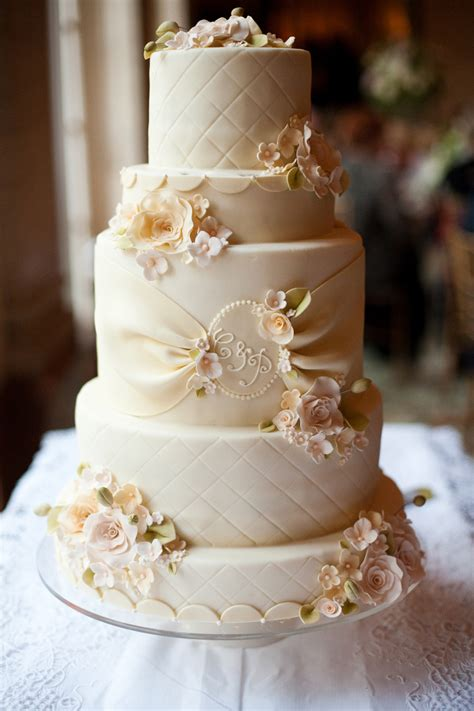 cheap wedding cakes    simple  elegant