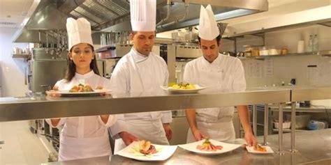 cuisine collective recrutement la restauration collective recrutera 20 000 salariés en