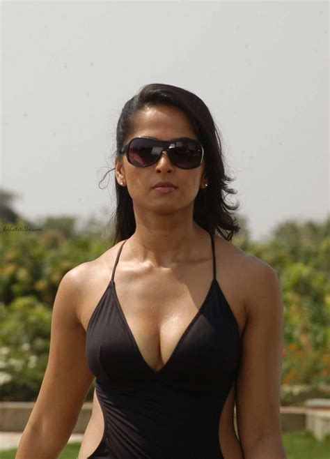 Anushka Hot Bikini And Cleavage Stills In Billa Indian