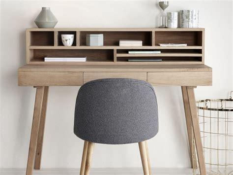 bureaux en bois des petits bureaux pour un coin studieux joli place