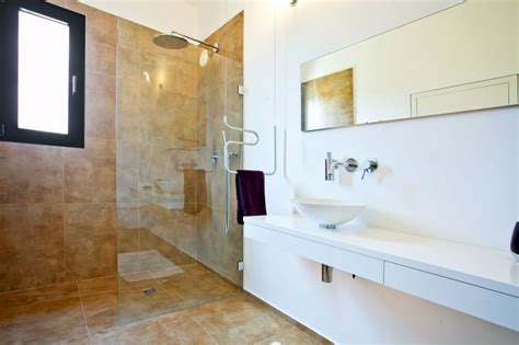 Modern Bathroom Designs 2016 by 15 Modern Bathrooms With Glass Showers