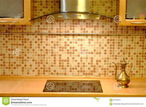 les fonds de cuisine bouilloire de cuivre sur le fond de mur de cuisine photo