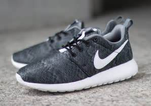 nike roshe run design nike roshe run print black anthracite cool grey sneakernews