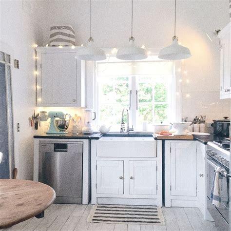 1000+ Ideas About Beach Cottage Kitchens On Pinterest