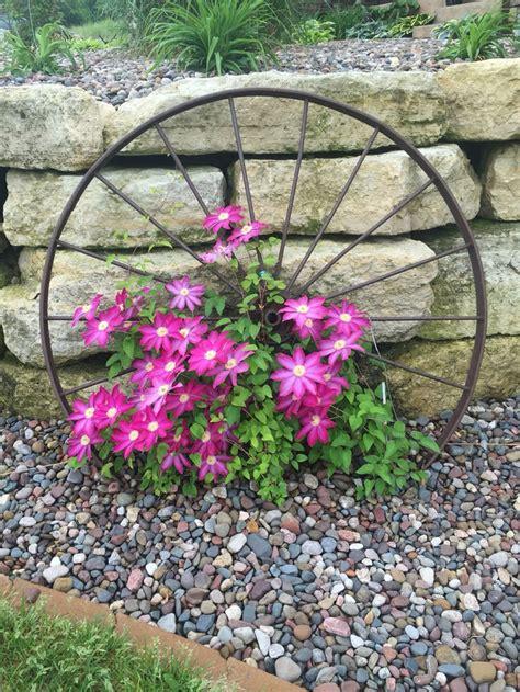 giardini e fiori giardini con sassi tante idee per valorizzare lo spazio