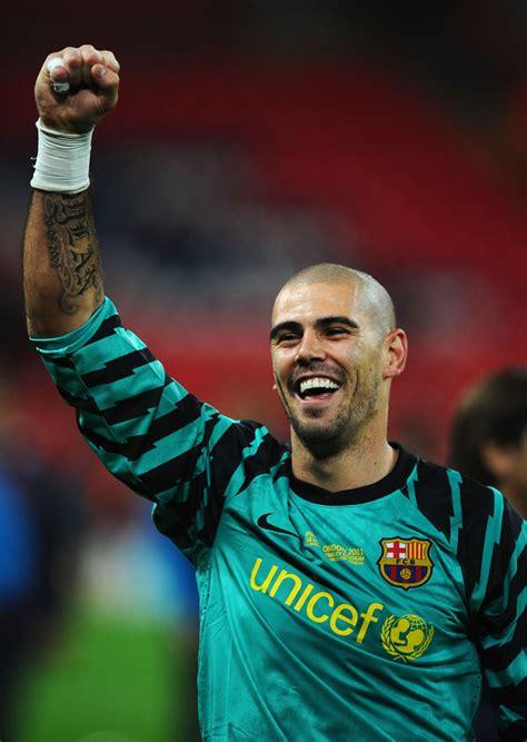 victor valdes   barcelona  manchester