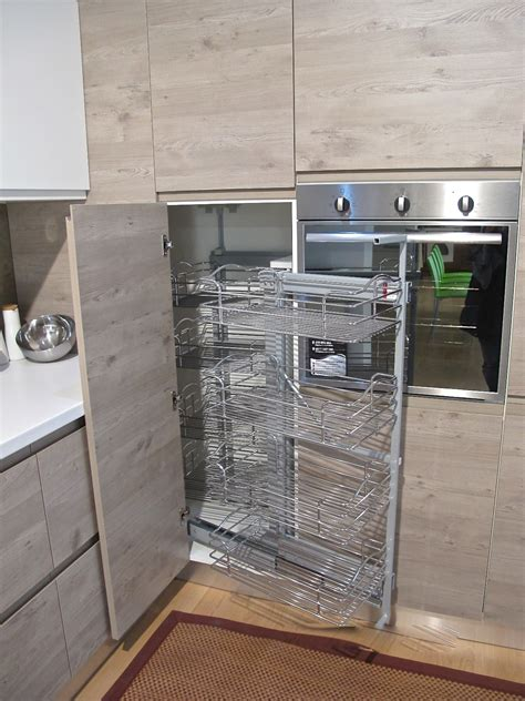 cucina con dispensa angolare cucina finitura effetto legno con dispensa ad angolo