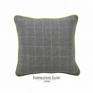 Coussin Vert Anis : coussin prestige de laine gris blanc finition vert anis 45 x 45 cm ~ Teatrodelosmanantiales.com Idées de Décoration