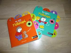 Livre éveil Bébé : livres bebe 12 mois table de lit a roulettes ~ Teatrodelosmanantiales.com Idées de Décoration