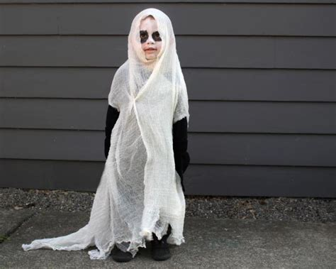 How to Give a Twist to a Classic Halloween Ghost Costume