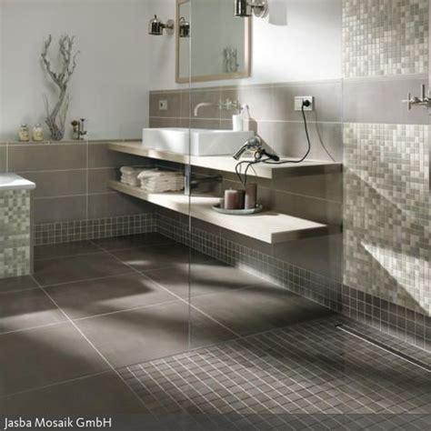 Badezimmer Fliesen Natur by Badezimmergestaltung In Grau Bad Badezimmer Mosaik