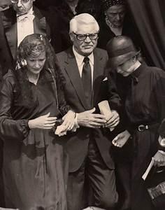 Grace Kelly Beerdigung : cary grant and barbara harris grant at the funeral of princess grace 1982 cary grant pinterest ~ Eleganceandgraceweddings.com Haus und Dekorationen
