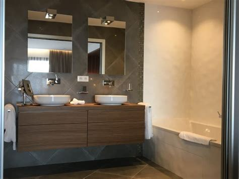 salle de bain suite junior picture of hotel le week end ajaccio tripadvisor