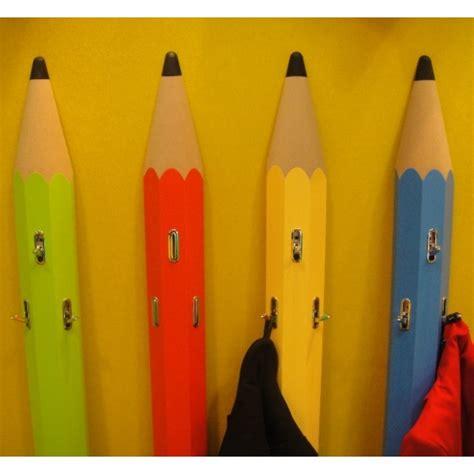 porte manteau enfant mural forme quot crayon quot en bois