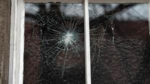 Wer Baut Fenster Ein : streit unter eigent mern wer zahlt das kaputte fenster ~ Lizthompson.info Haus und Dekorationen