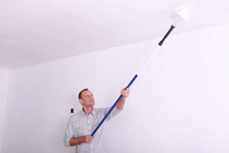 peindre un plafond bien peindre un plafond et choisir sa peinture