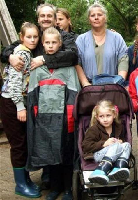 eine große familie die wollnys eine schrecklich gro 223 e familie bild 2 3 moviepilot de