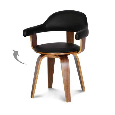 chaise en cuir noir chaise design suédoise simili cuir noir et bois massif walnut