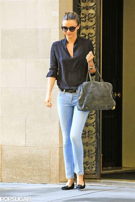 Miranda Kerr - casual outfit - light wash jeans + navy blue shirt + grey purse + black flats ...