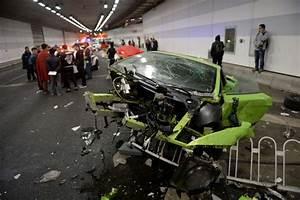 Credit De Voiture : chine un accident spectaculaire entre deux chauffards au volant de voitures de luxe sud ~ Gottalentnigeria.com Avis de Voitures