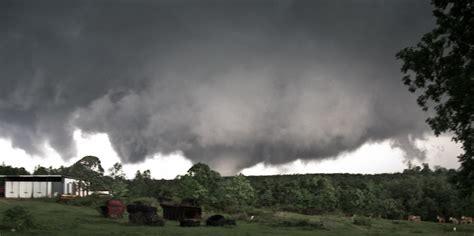 alabama tornado outbreak april   earlb