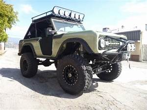 69 GREEN ROADSTER (With images)   Classic bronco, Ford bronco, Bronco