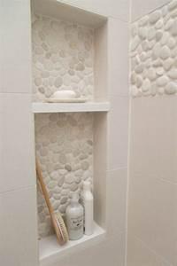 le carrelage galet pratique revetement pour la salle de bain With carrelage salle de bain taupe