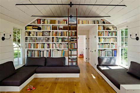 canap avec biblioth que int gr e la banquette lit idées pratiques pour l 39 intérieur