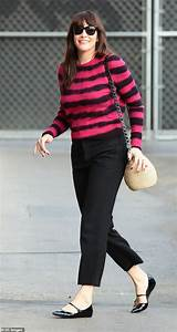 Liv Tyler is unmissable in fuchsia and black stripy ...