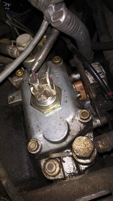 1kz te injection pump leaking from the fuel temp sensor