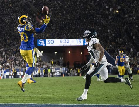 nick foles leads eagles  rams   las vegas review