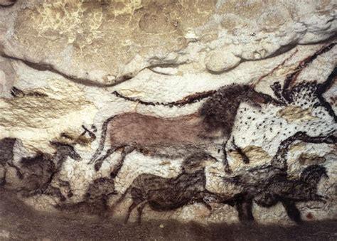grotte de lascaux salle des taureaux grotte de lascaux la salle des taureaux panneau de la licorne grand cheval et noir