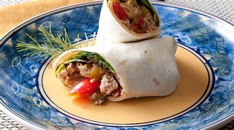 Mediterranean-style Tuna Salad Wraps