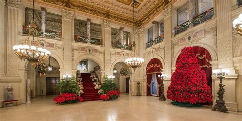 newports mansions  decorated  christmas