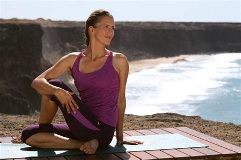 yoga fuer sportler dehnende und dynamische uebungen fuer