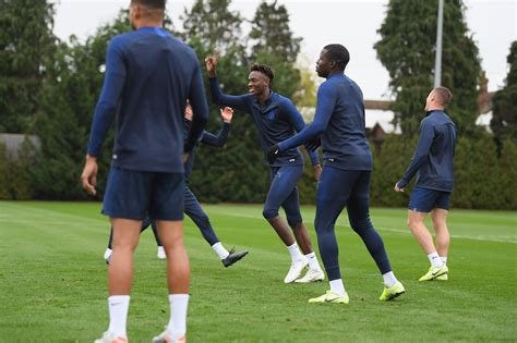 Billy Gilmour trains as Chelsea and Frank Lampard get ...