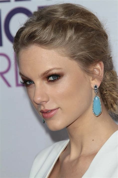 Close Up of Taylor Swift - The Hollywood Gossip