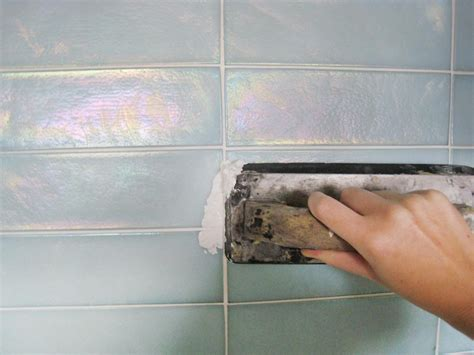 How To Apply Glass Tile Backsplash : Fresh What Grout To Use On Glass Tile
