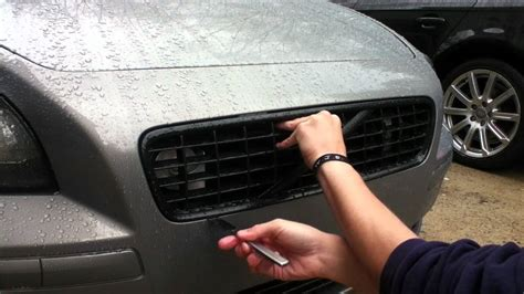 volvo s40 grille removal