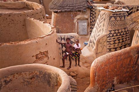 children   gurunsi village  tiebele burkina faso