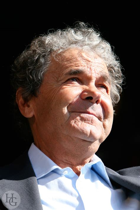 Pierre perret is a reputed professional and made his place among the top 10 professionals. Pierre Perret festival du bout du monde Crozon dimanche 12 août 2007